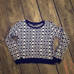 Black & white triangle crew neck crop top sweater